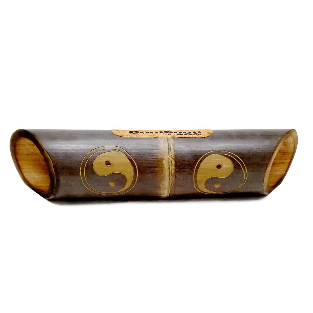 Altavoz bambú grabado yin yang